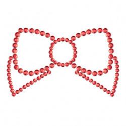 Mimi Bow couvre les mamelons rouges